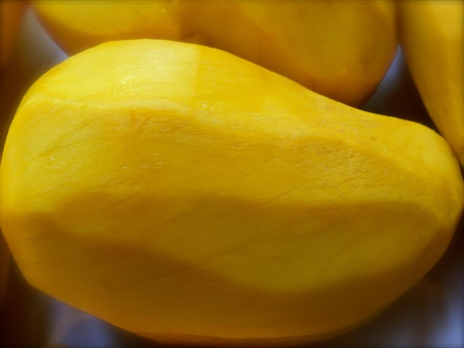 Champagne Mango, peeled